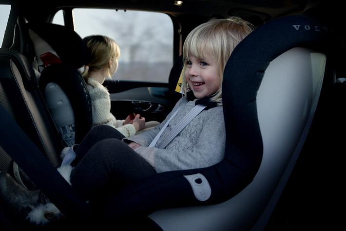 出かけるときは忘れずに!今一度確認したい後席シートベルトとチャイルドシート・ジュニアシートの重要性|自動車評論家コラム【MOTA】